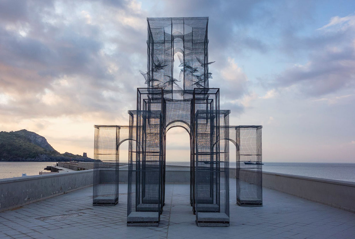Incipit Wire Mesh Sculpture By Edoardo Tresoldi