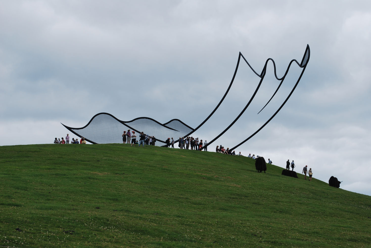 Horizons Installation by Neil Dawson at Gibbs Farm | Yellowtrace