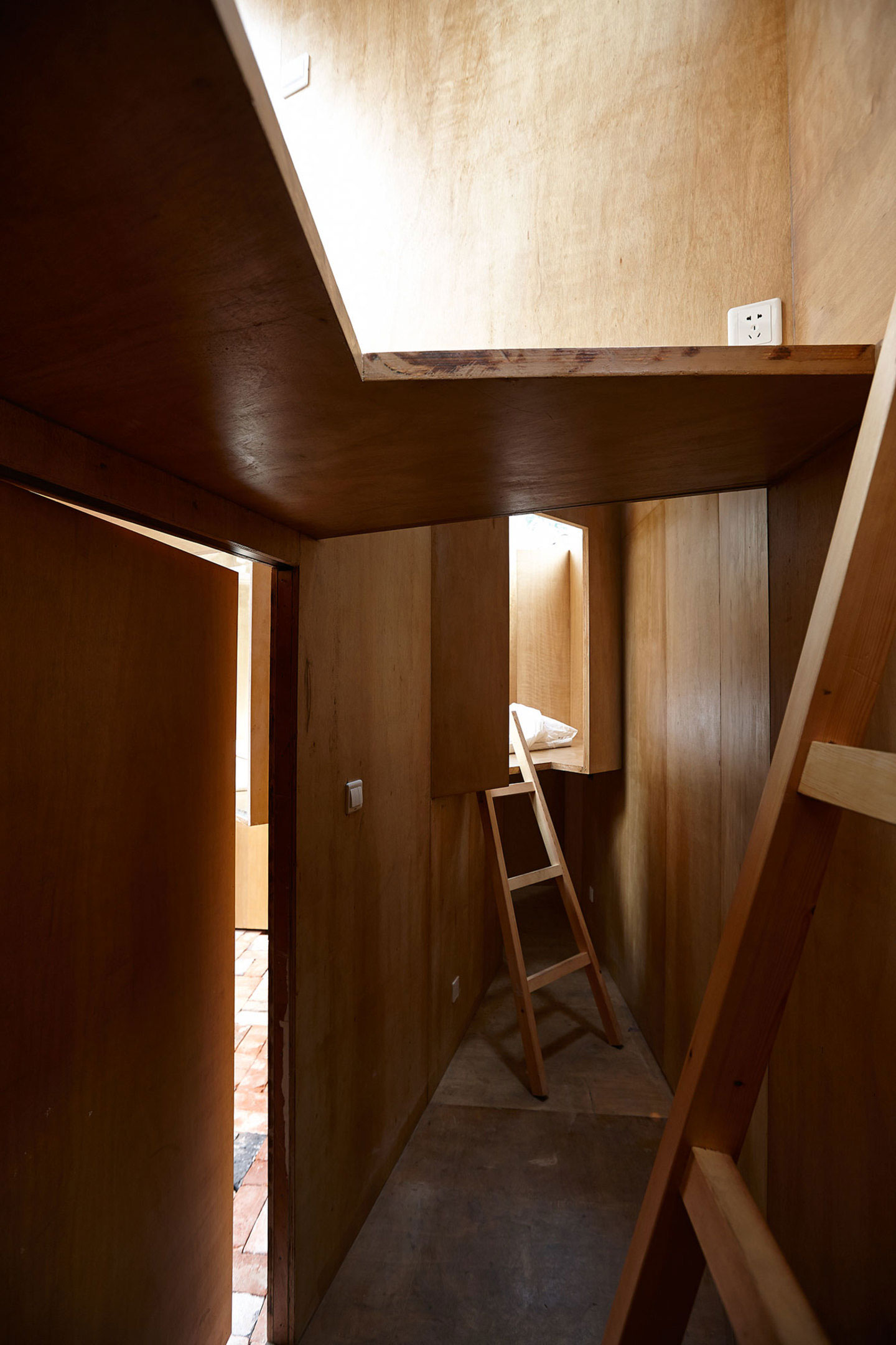 Micro-Housing: Hutong Experiments by Standardarchitecture. Photo by Su Shengliang | Yellowtrace