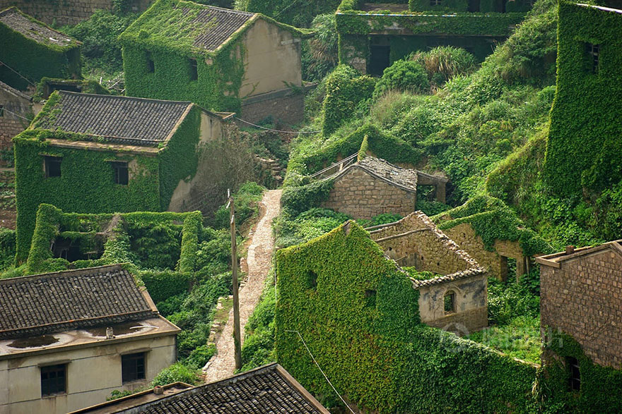 Abandoned Chinese Village | Yellowtrace