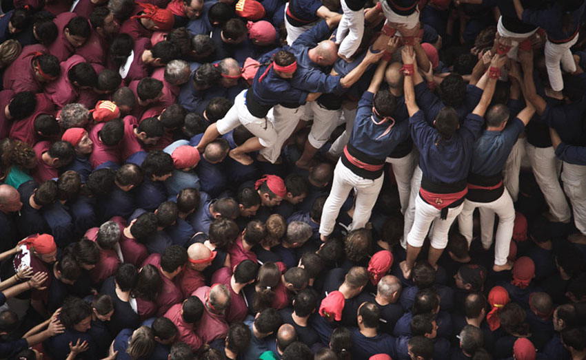 Concurs de Castells: human tower competition photographs by David Oliete | Yellowtrace