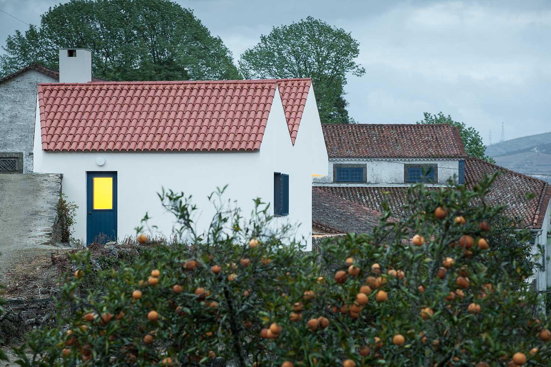SAMF Arquitectos Reinterpretation of a Traditional Portuguese Farmhouse | Yellowtrace