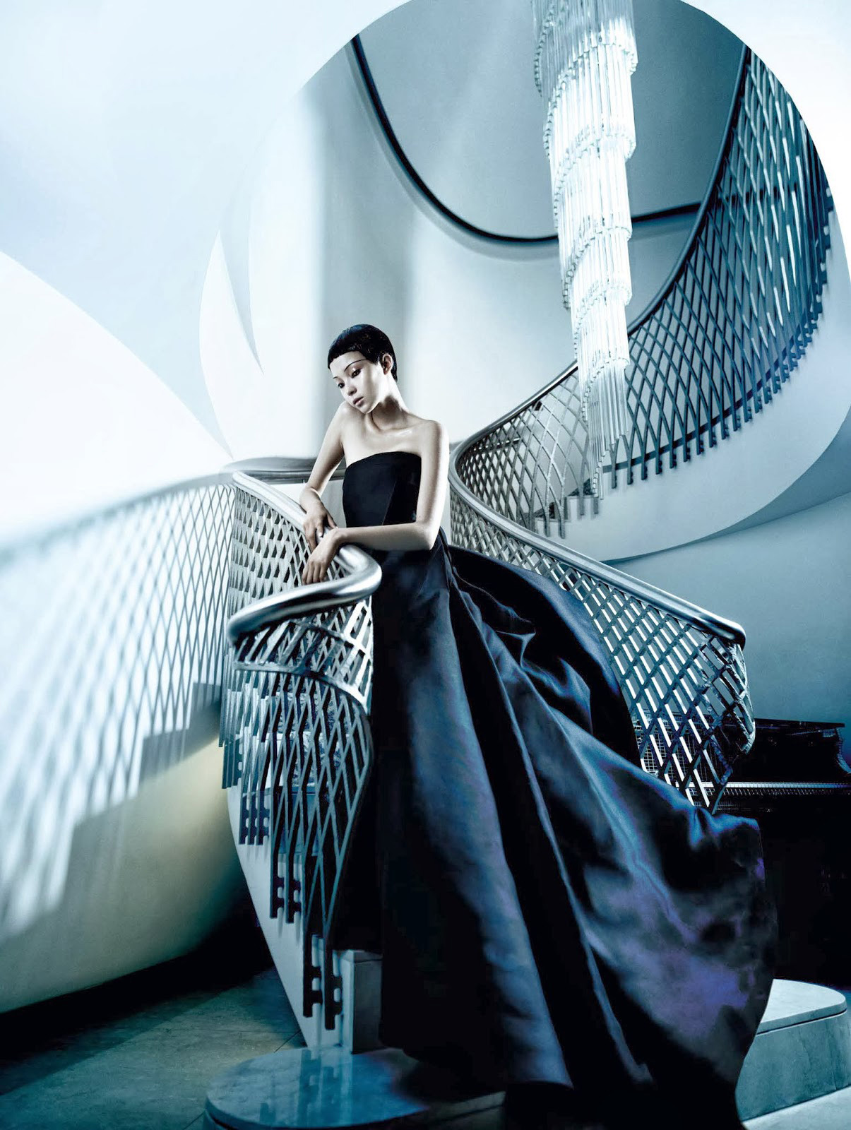 The Winter Queen Vogue China December 2013. Photo by Mario Testino   Yellowtrace