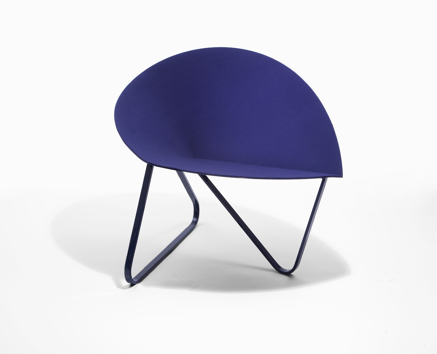 Curved Chair by Nina Cho | Yellowtrace