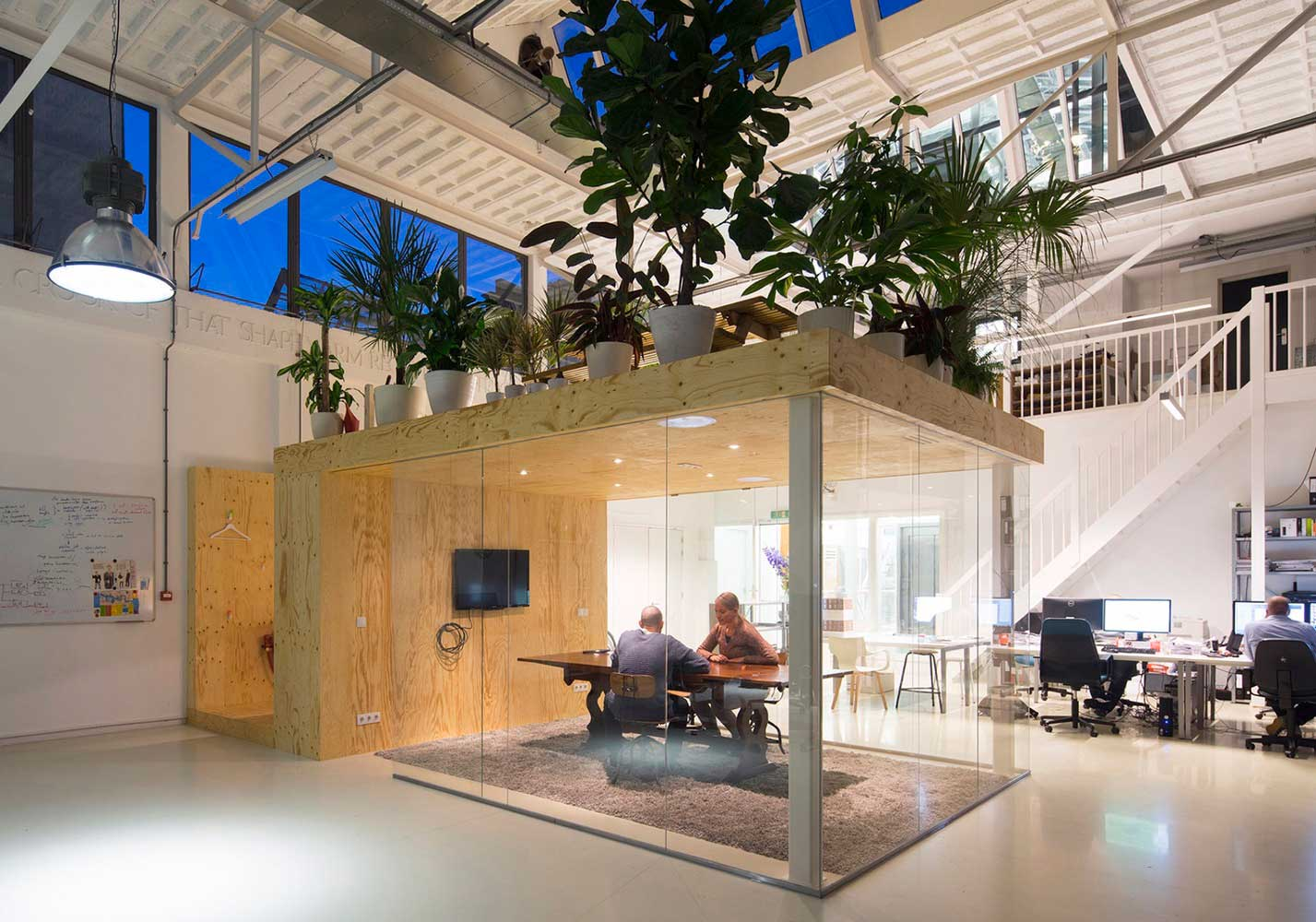 Loft office in rotterdam by jvantspijker yellowtrace for Archi interieur rotterdam