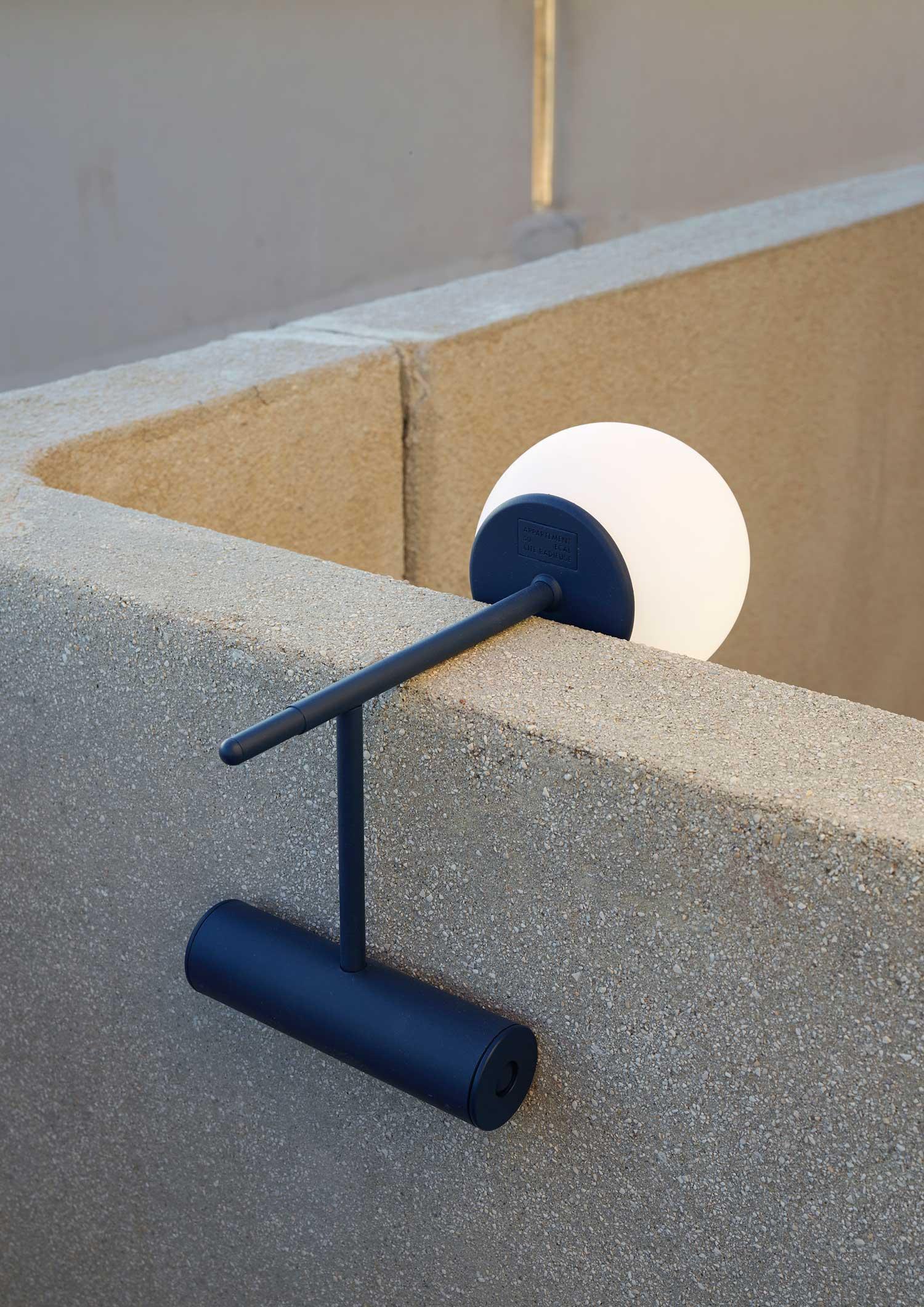 Phare portable lamp by Stanislaw Czarnocki | Yellowtrace