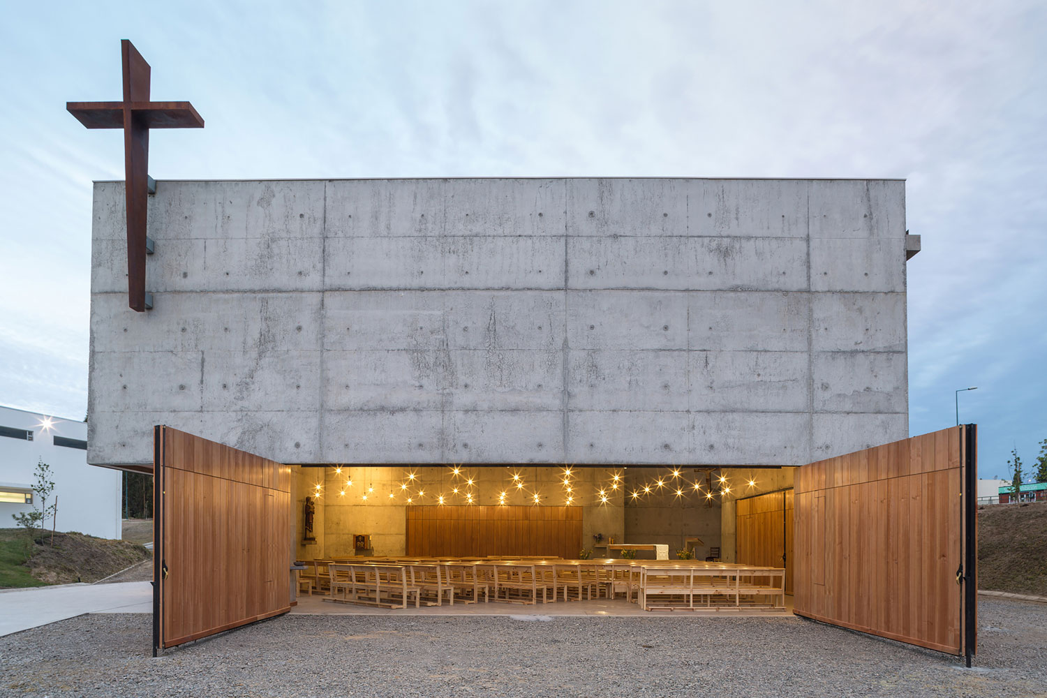 San Alberto Magno Chapel by Juan Pavez Aguilar & Jose Requesens Aldea | Yellowtrace