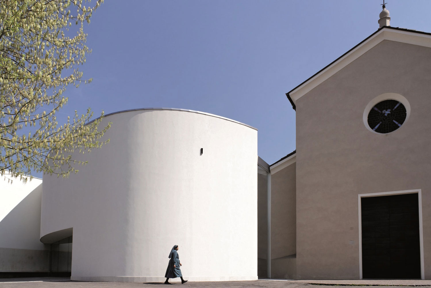 San Floriano di Gavassa Church by x2 architettura | Yellowtrace