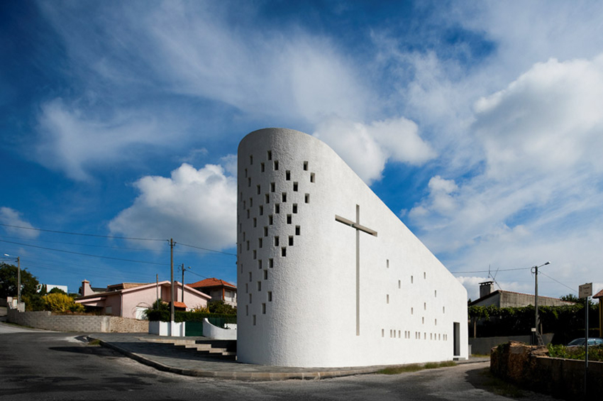 Santa Ana Chapel in Portugal by 348 aquitectura | Yellowtrace