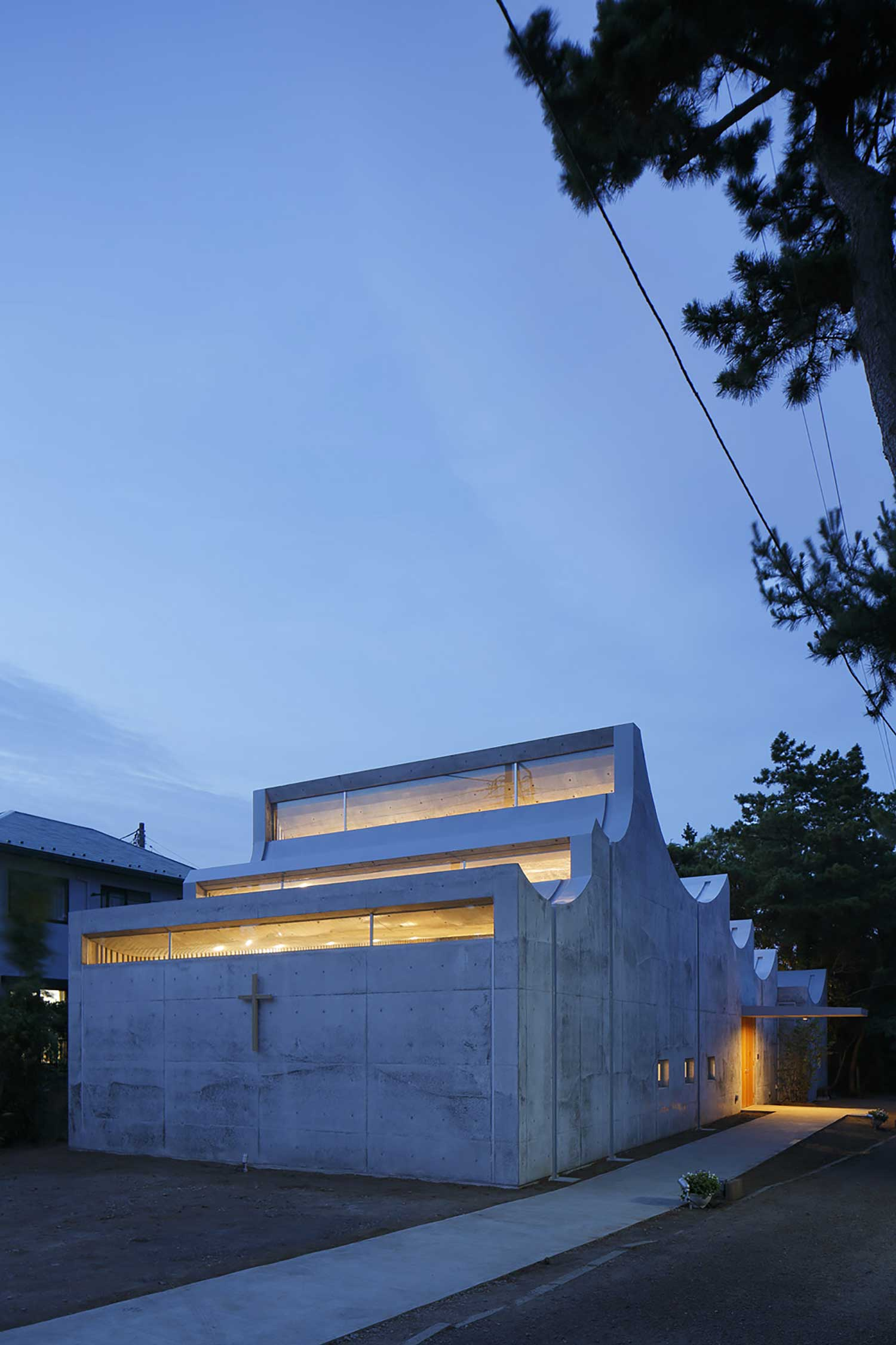Shonan Christ Church by Takeshi Hosaka | Yellowtrace