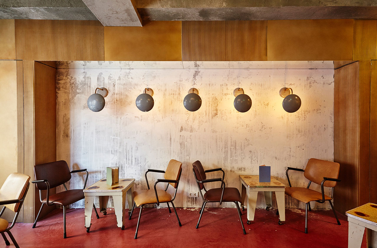Bar basquiat in amsterdam by studio modijefsky yellowtrace for Bar interieur maison