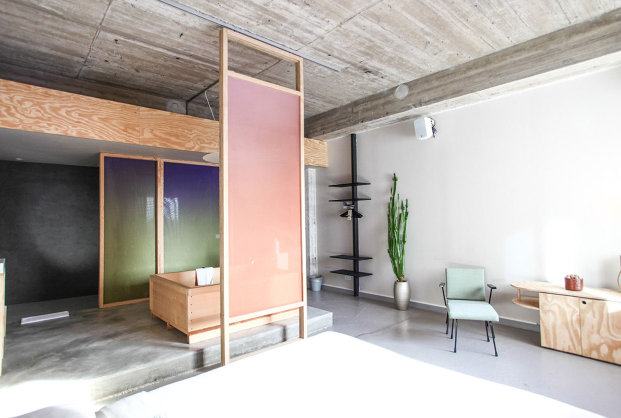 Bathing Bikou Room at Volkshotel Amsterdam by Hanna Maring | Yellowtrace