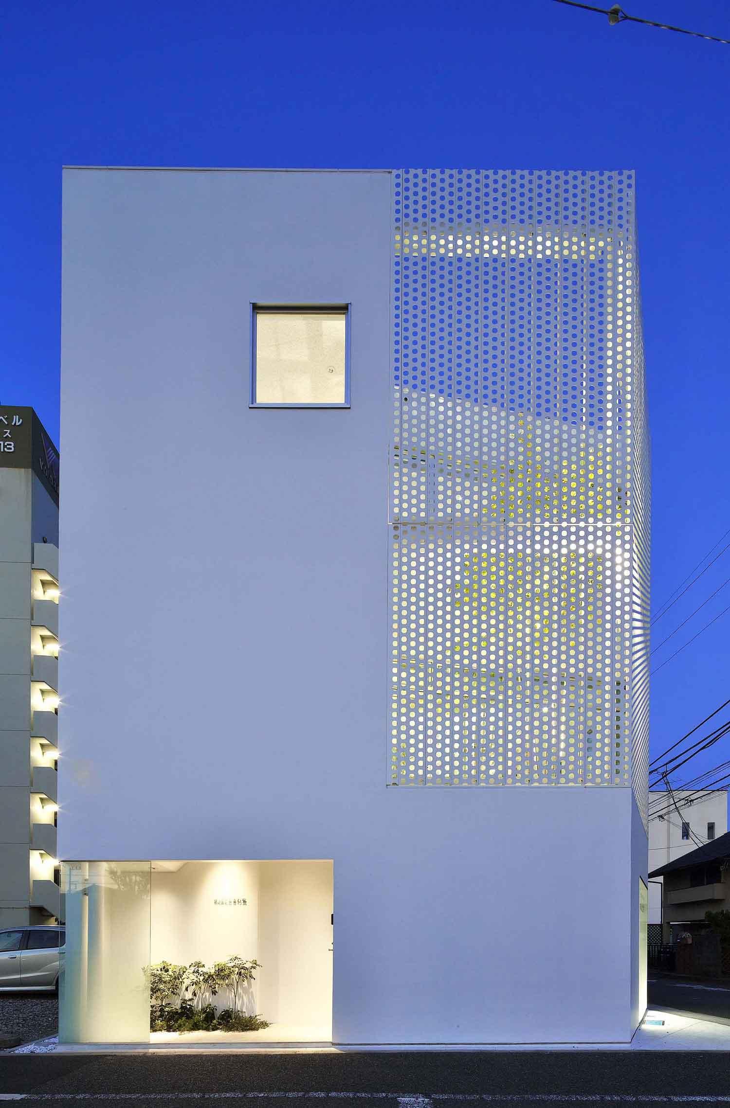 Company Building in Kanagawa by HMAA | Yellowtrace