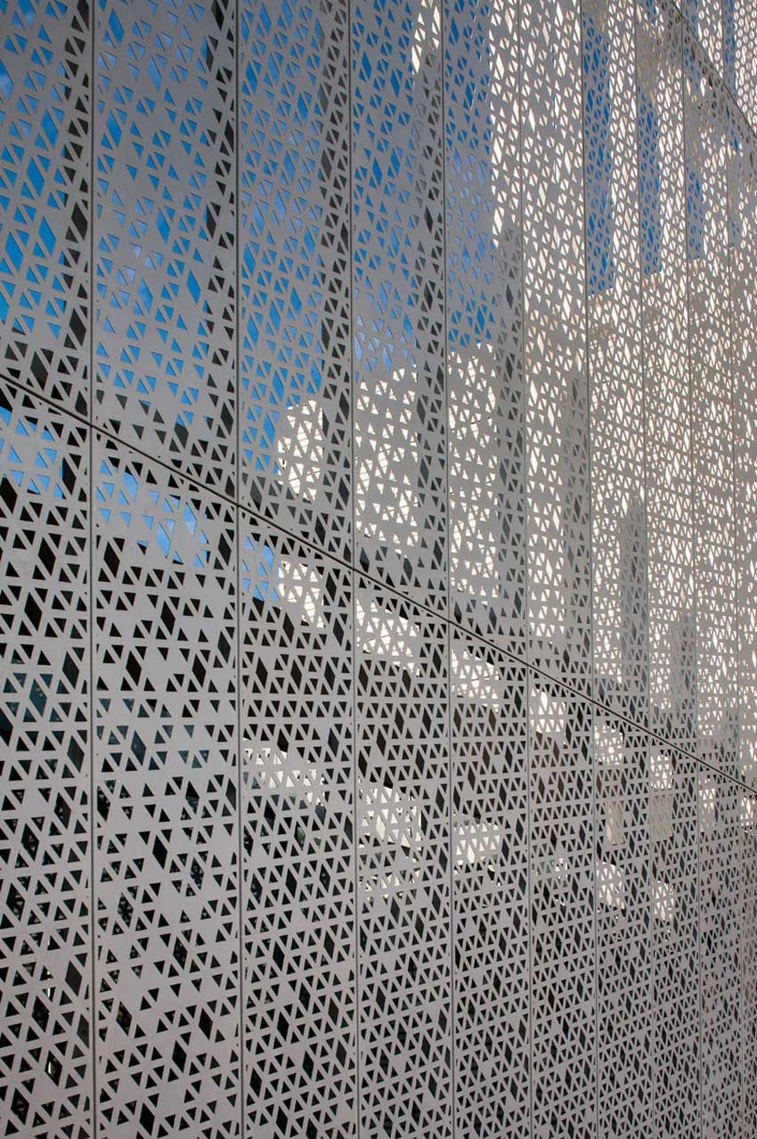 Edificio Panama Diamond Exchange Building by Mallol & Mallol | Yellowtrace