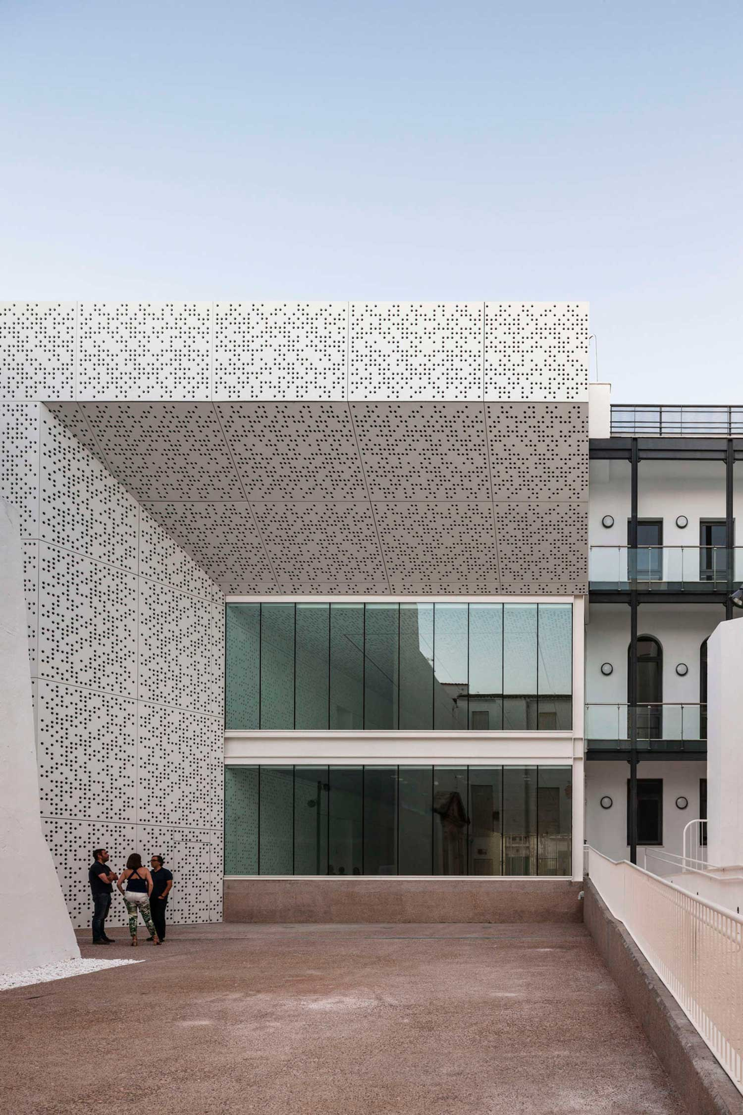 Stories on design perfectly perforated yellowtrace for Estudio arquitectura