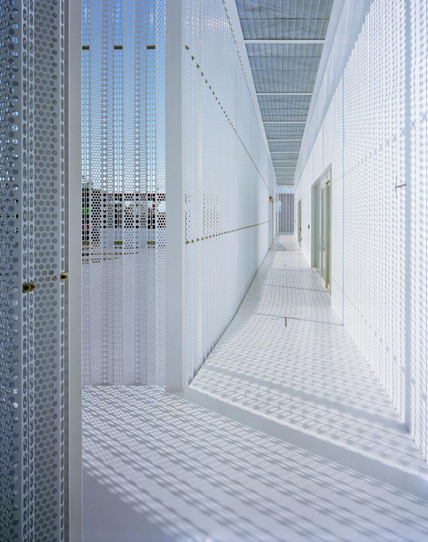 JIN CO LTD Office Building by Aoki Jun | Yellowtrace