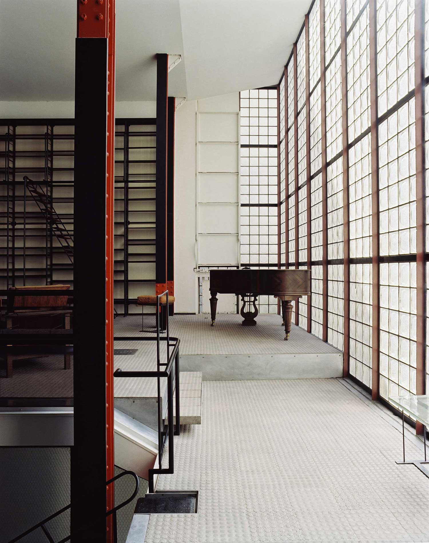 Maison de verre paris by pierre chareau bernard bijvoet for Architecture maison design