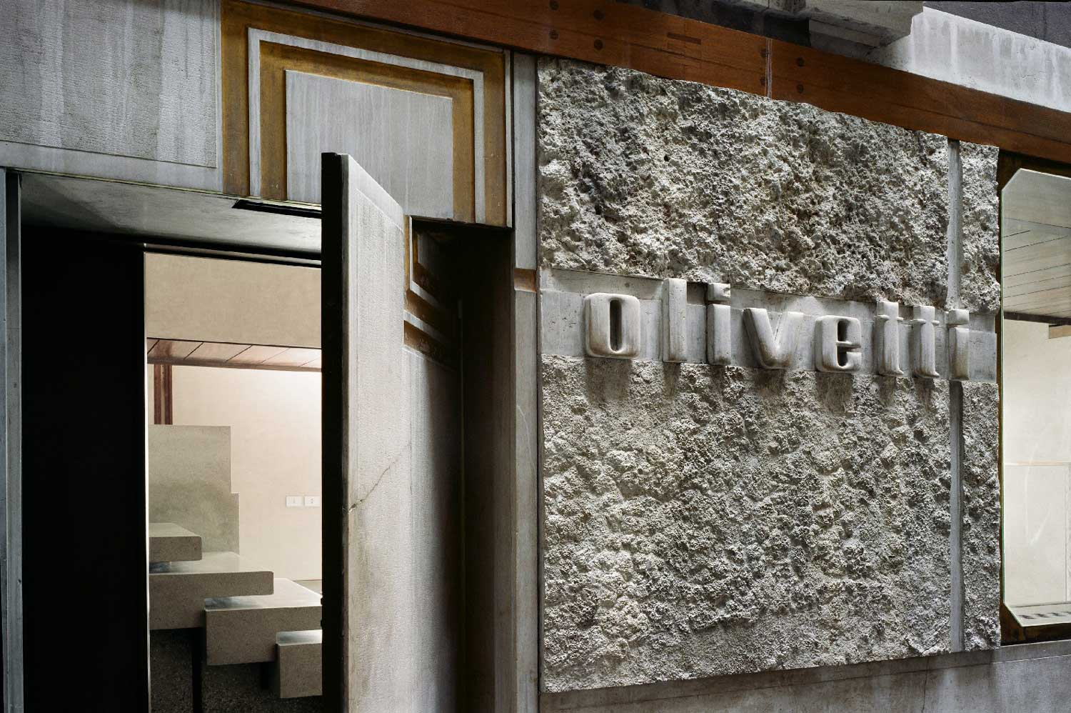 Olivetti Showroom in Venice by Carlo Scarpa. Image via archilovers.com | Yellowtrace