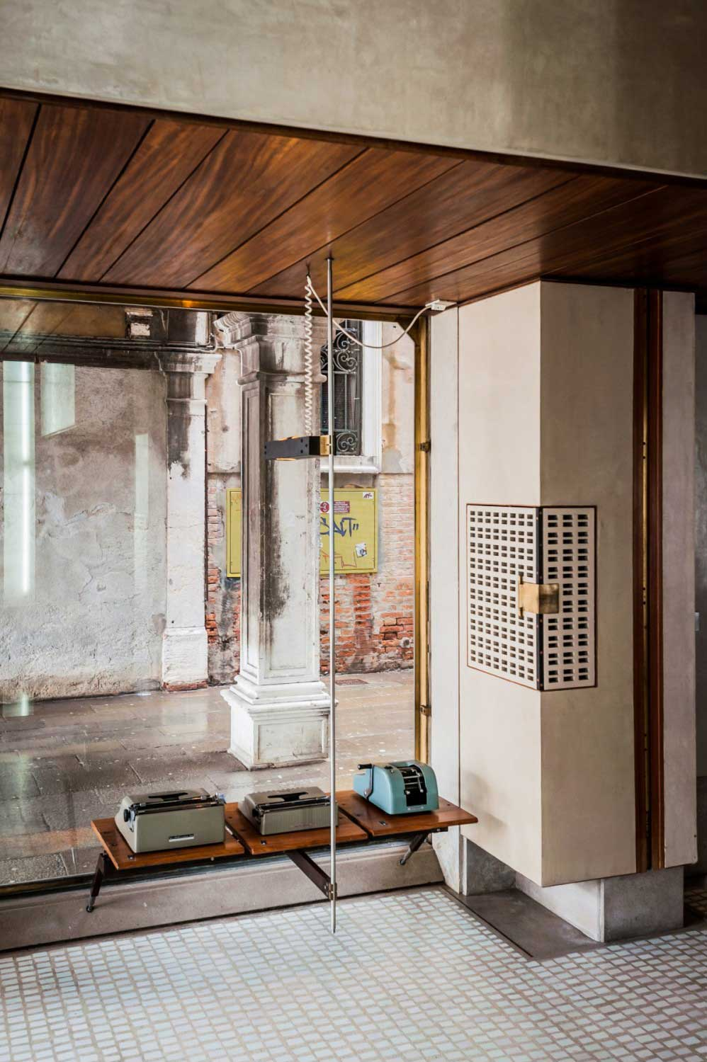 Olivetti Showroom in Venice by Carlo Scarpa | Yellowtrace