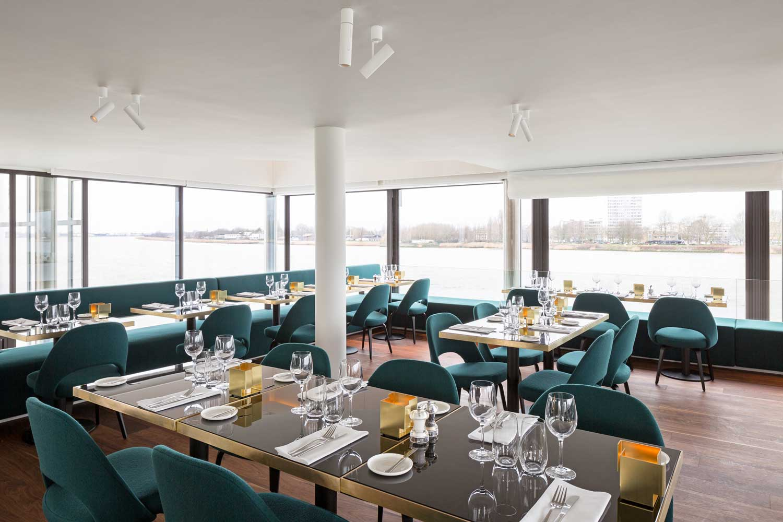 Ras waterfront restaurant in antwerp by for Interieur antwerpen