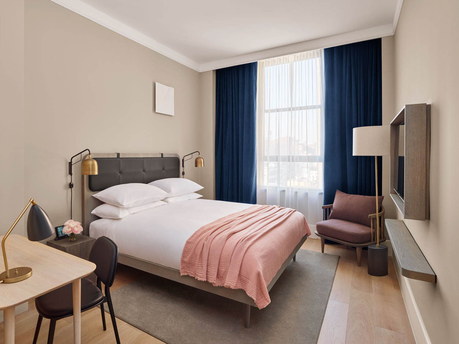 11 howard hotel opens in new york yellowtrace for Hotel room decor
