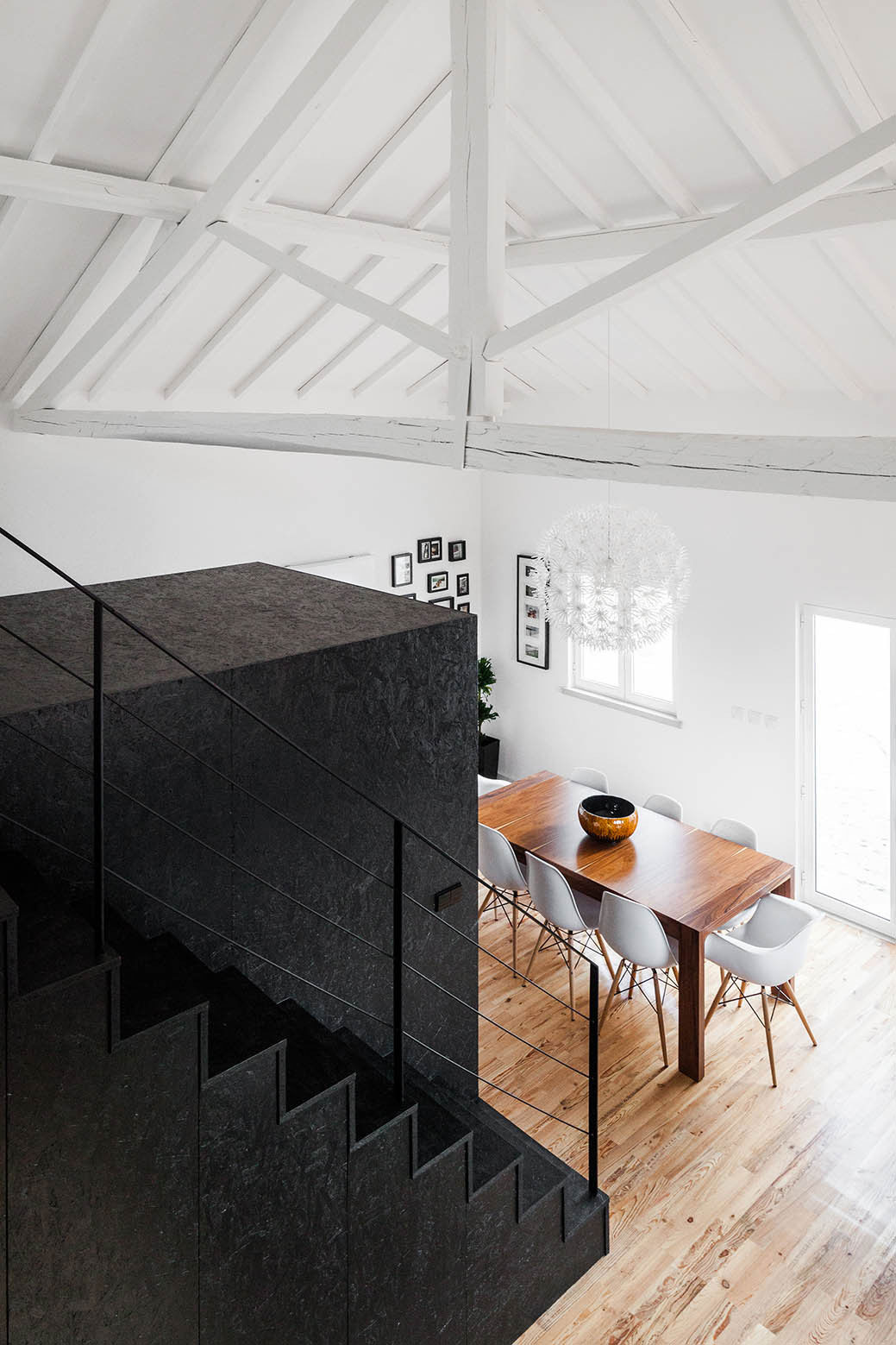 Barn House in Portugal by Ines Brandao Arquitectura | Yellowtrace