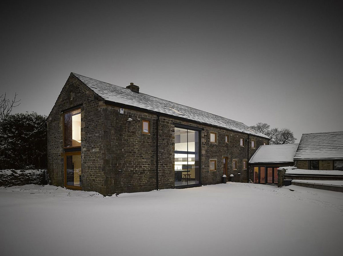 Cat Hill Barn by Snook Architects | Yellowtrace