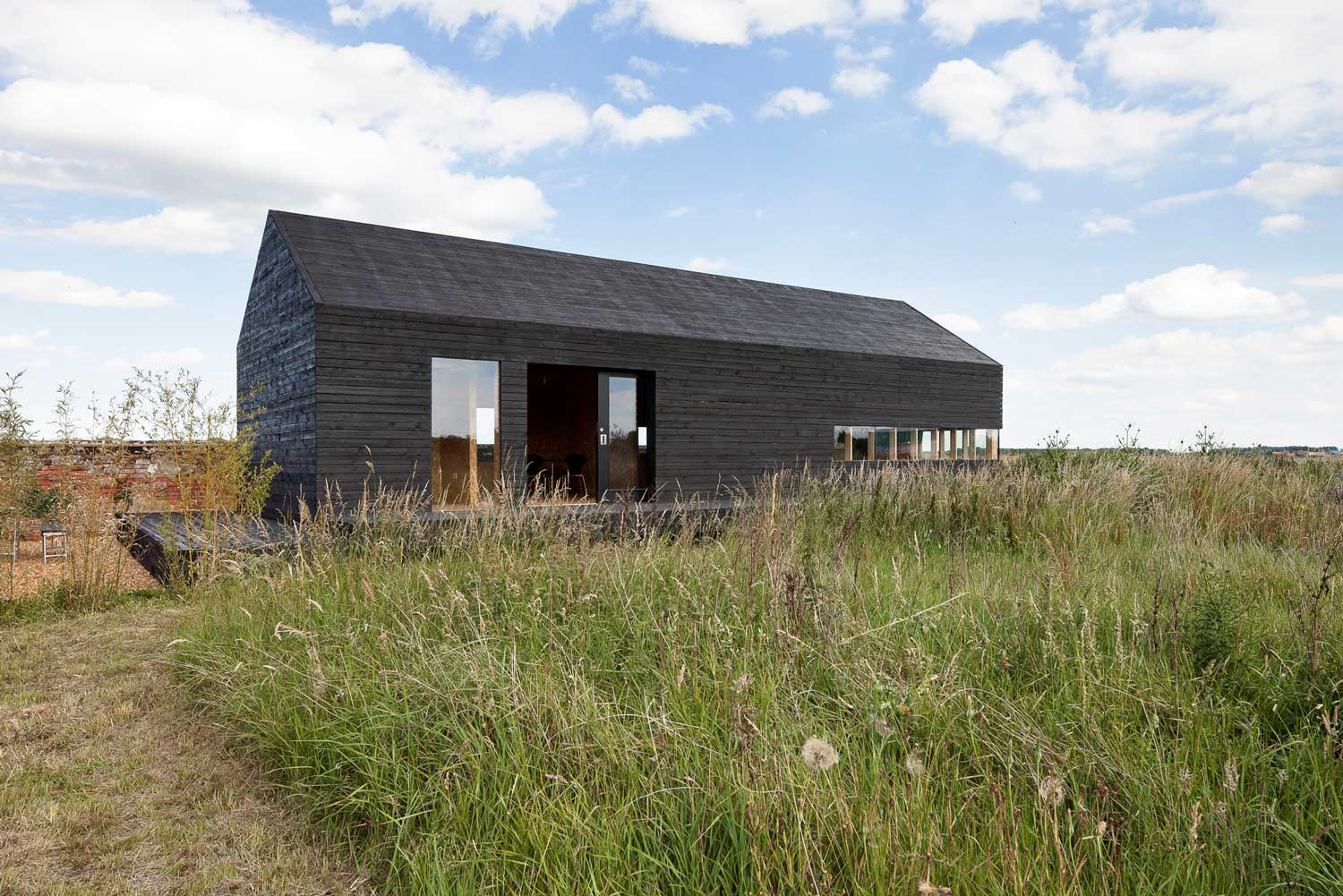 Stealth Barn by Carl Turner Architects | Yellowtrace