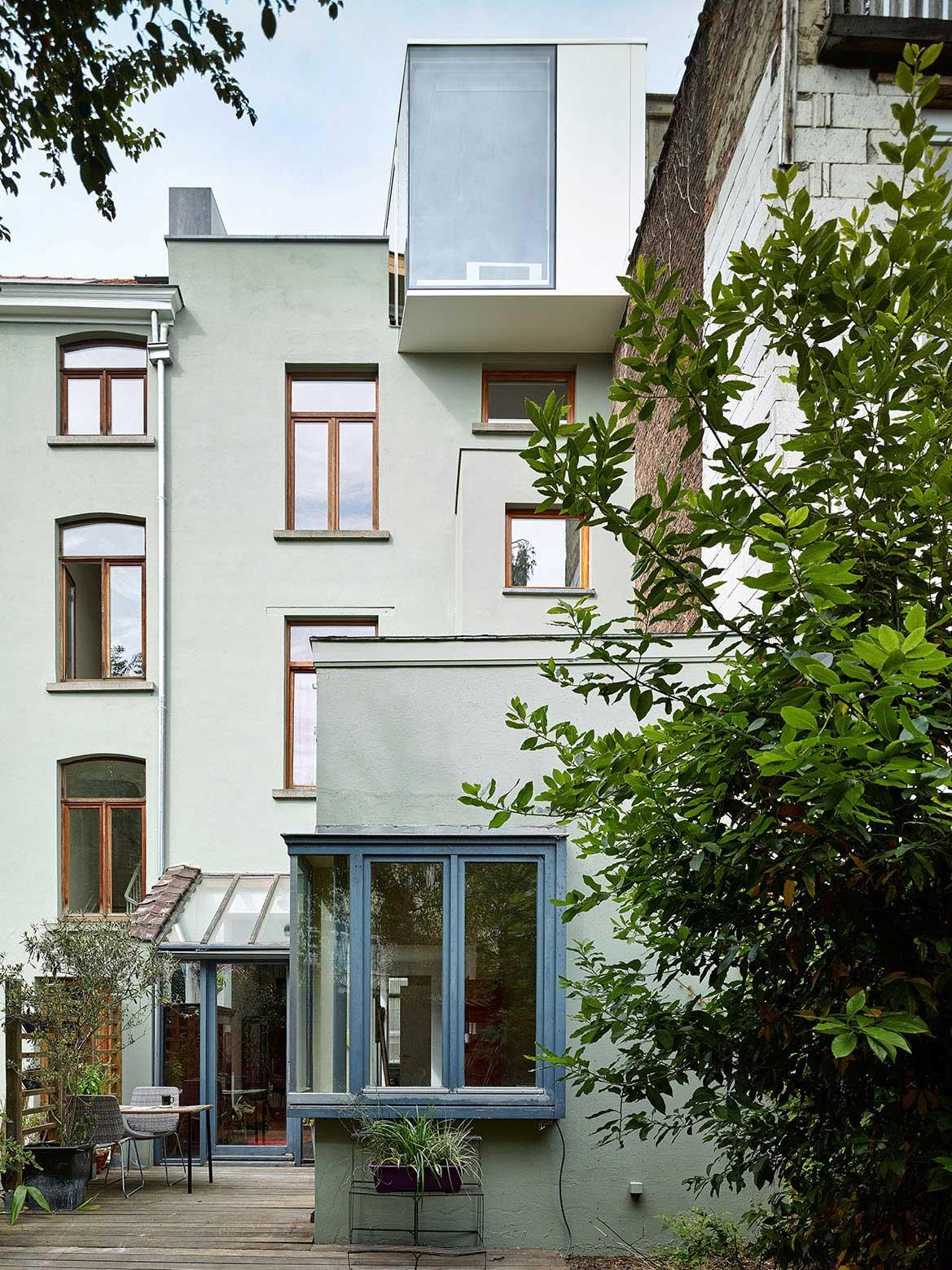 Dual Occupancy Terrace House by Edouard Brunet + François Martens | Yellowtrace