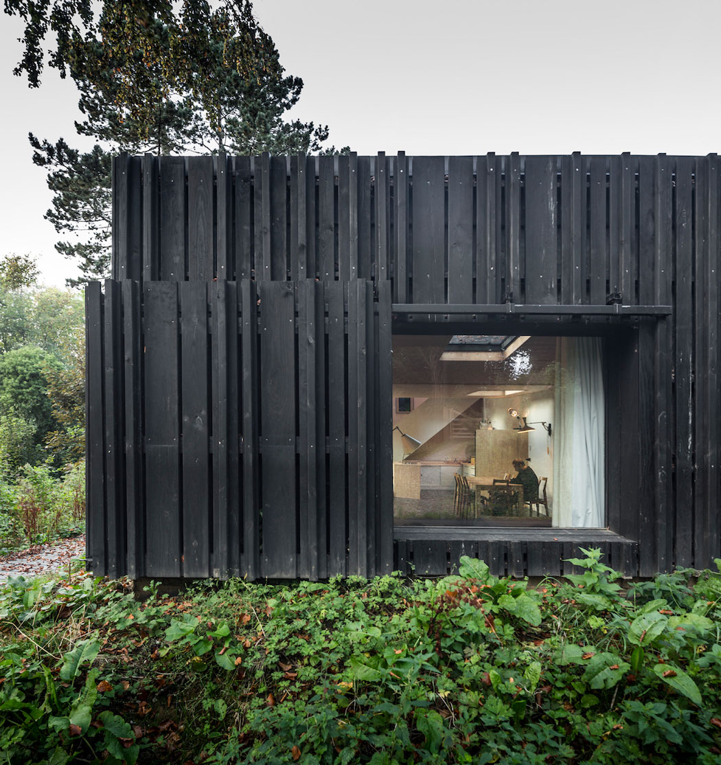 Black House In The Forest By Marchi Architectes Yellowtrace