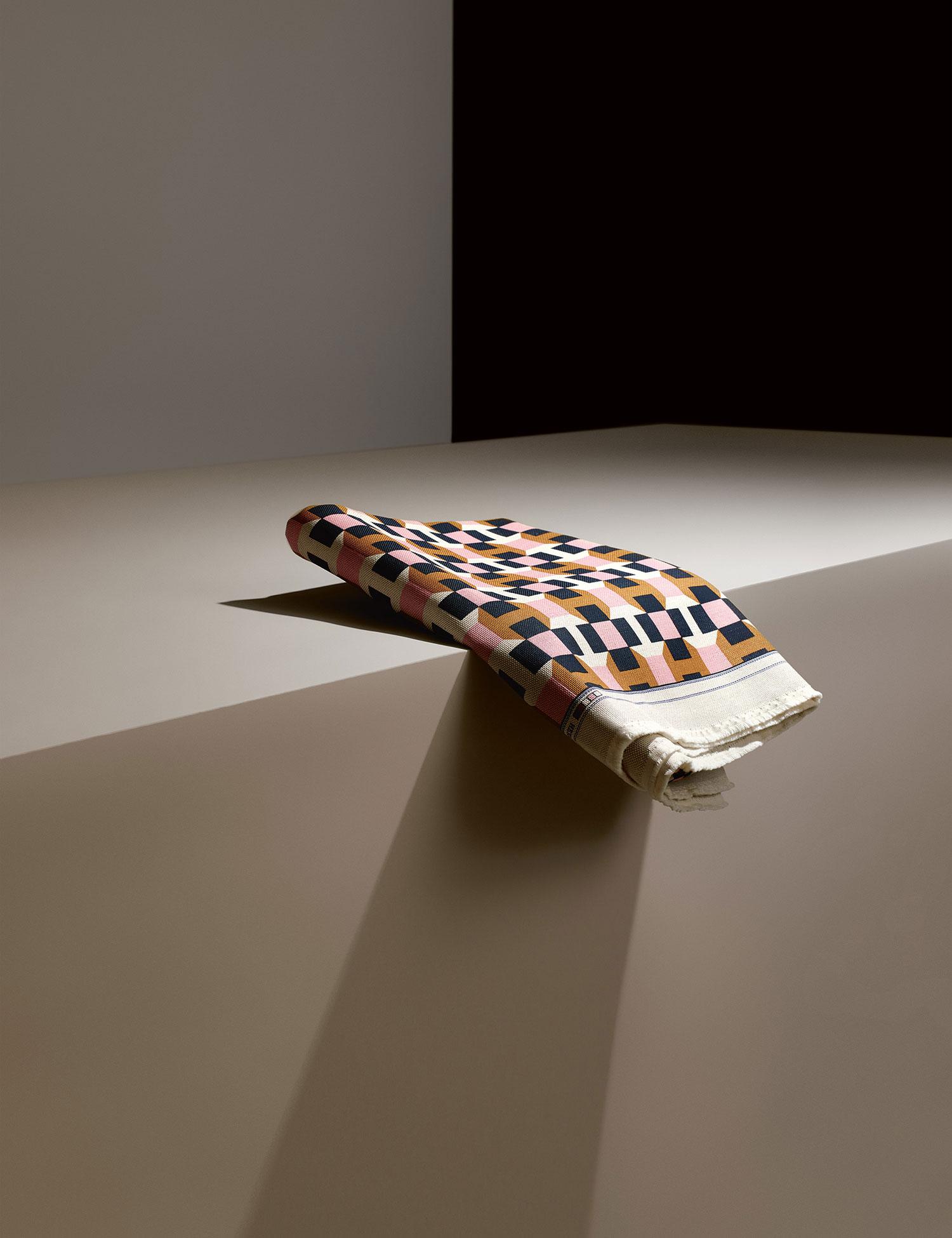 Tissu d'ameublement Pavage imprimé Hermès, Milan Design Week 2016. Photo © Philippe Lacombe   #Milantrace2016