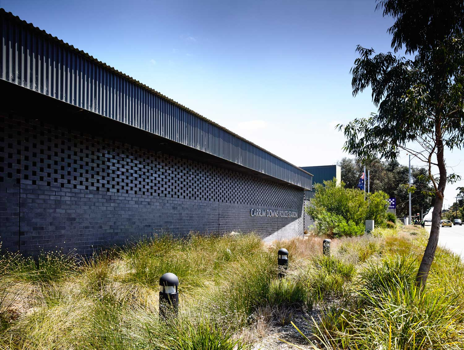 Carrum Downs Police Station by Kerstin Thompson Architects. Photo by Peter Bennetts | Yellowtrace