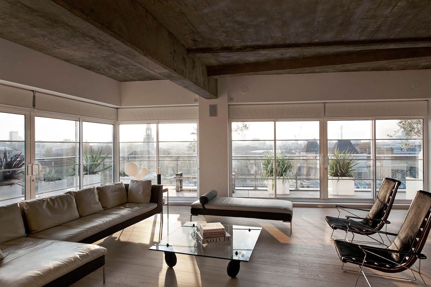 Loft Apartment in London by William Tozer | Yellowtrace