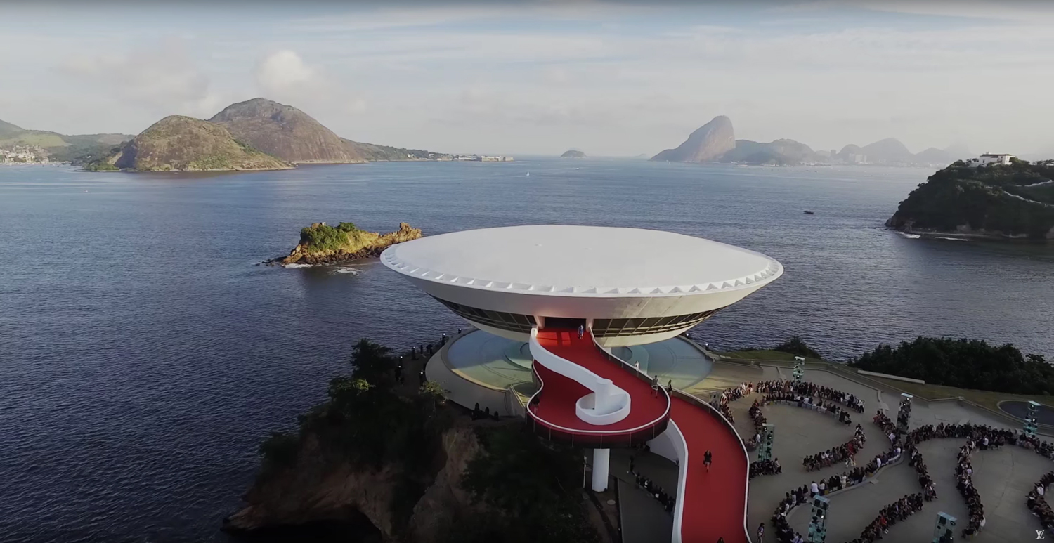 Oscar Niemeyer's Niterói Contemporary Art Museum in Rio de Janeiro Hosts Louis Vuitton Cruise 2017 Fashion Show | Yellowttrace