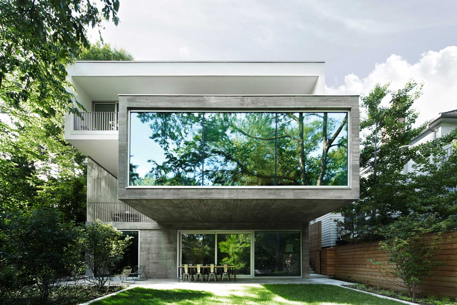 Concrete house in toronto by angela tsementzis yellowtrace for Design homes angela clark