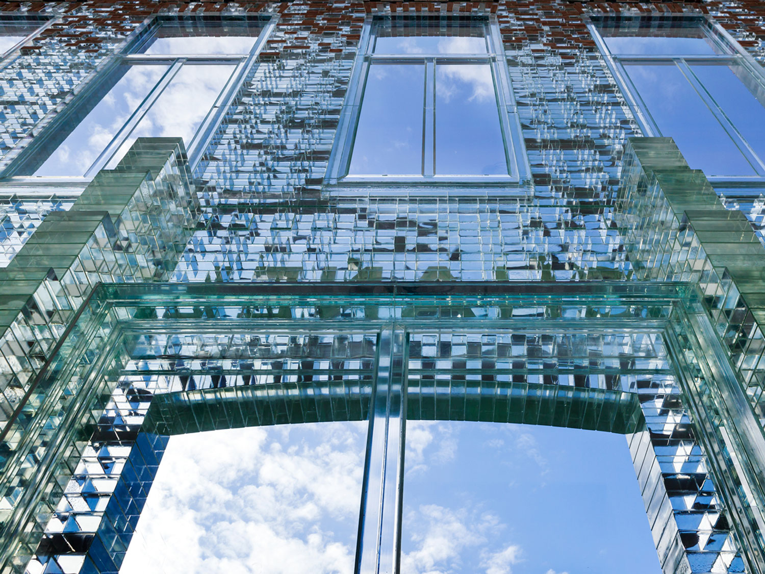 Jaw-dropping Crystal Facade of CHANEL Amsterdam Flagship Store by MRDV   Yellowtrace