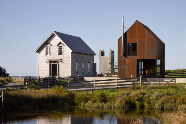 Enough House by Canadian architect Brian MacKay-Lyons | Yellowtrace