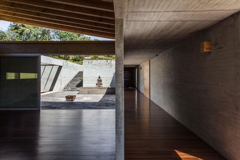 Kamadhenu Yoga Studio by Carolina Echevarri & Alberto Burckhardt | Yellowtrace