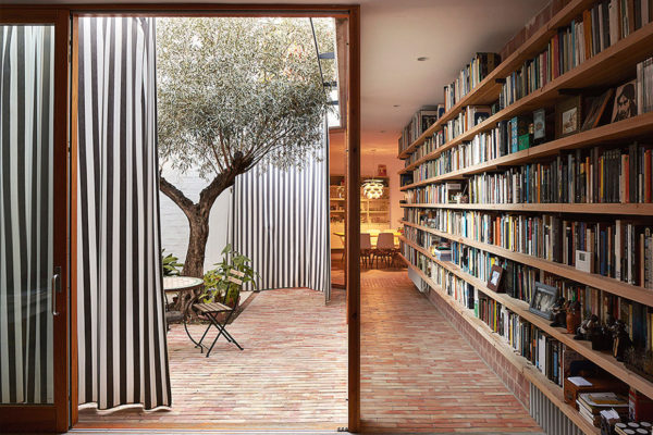 Ricart House by Gradoli & Sanz in Valencia, Spain | Yellowtrace