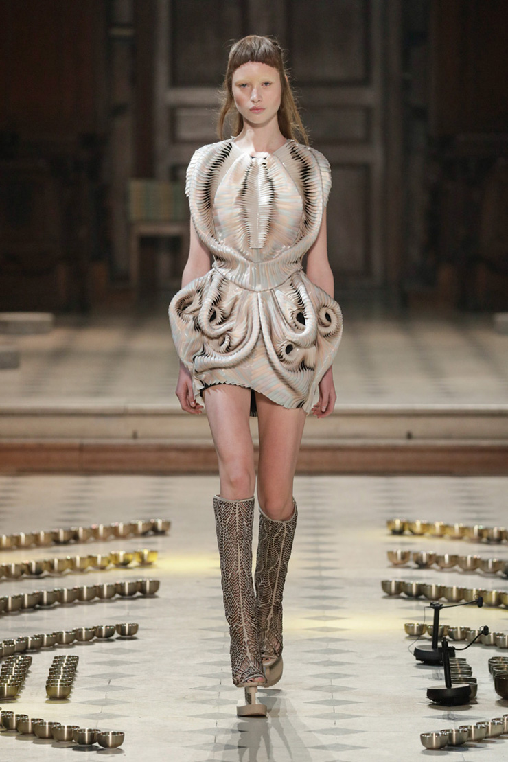 Conceptual high tech couture collection by iris van herpen for Couture high fashion