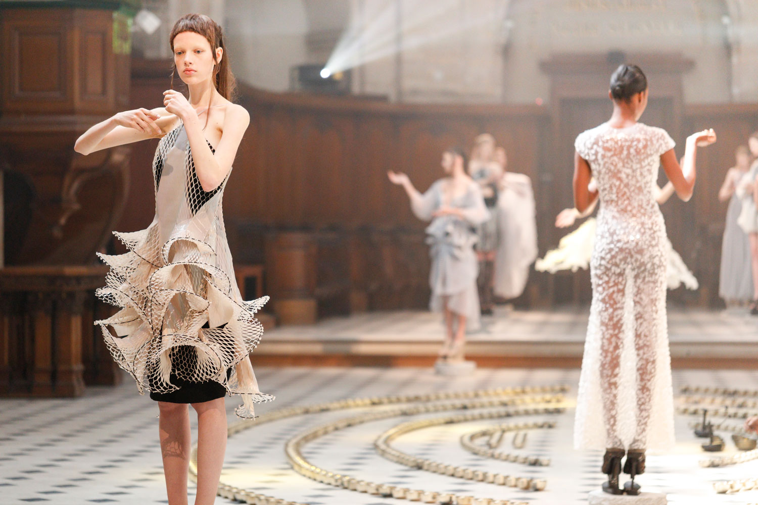 Conceptual high tech couture collection by iris van herpen for High couture
