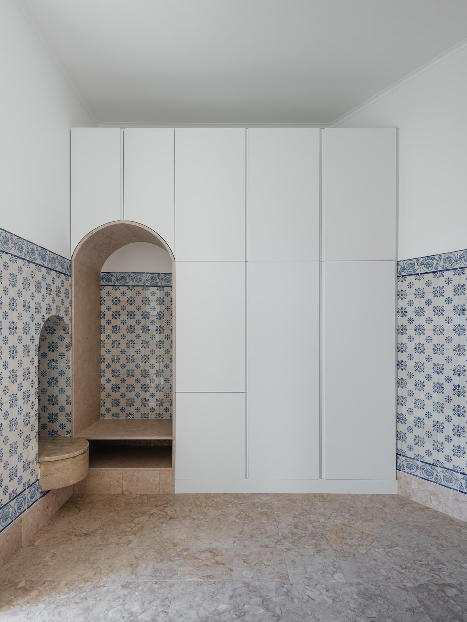 Contemporary Heritage: Lisbon Apartment Renovation by Aurora Arquitectos | Yellowtrace