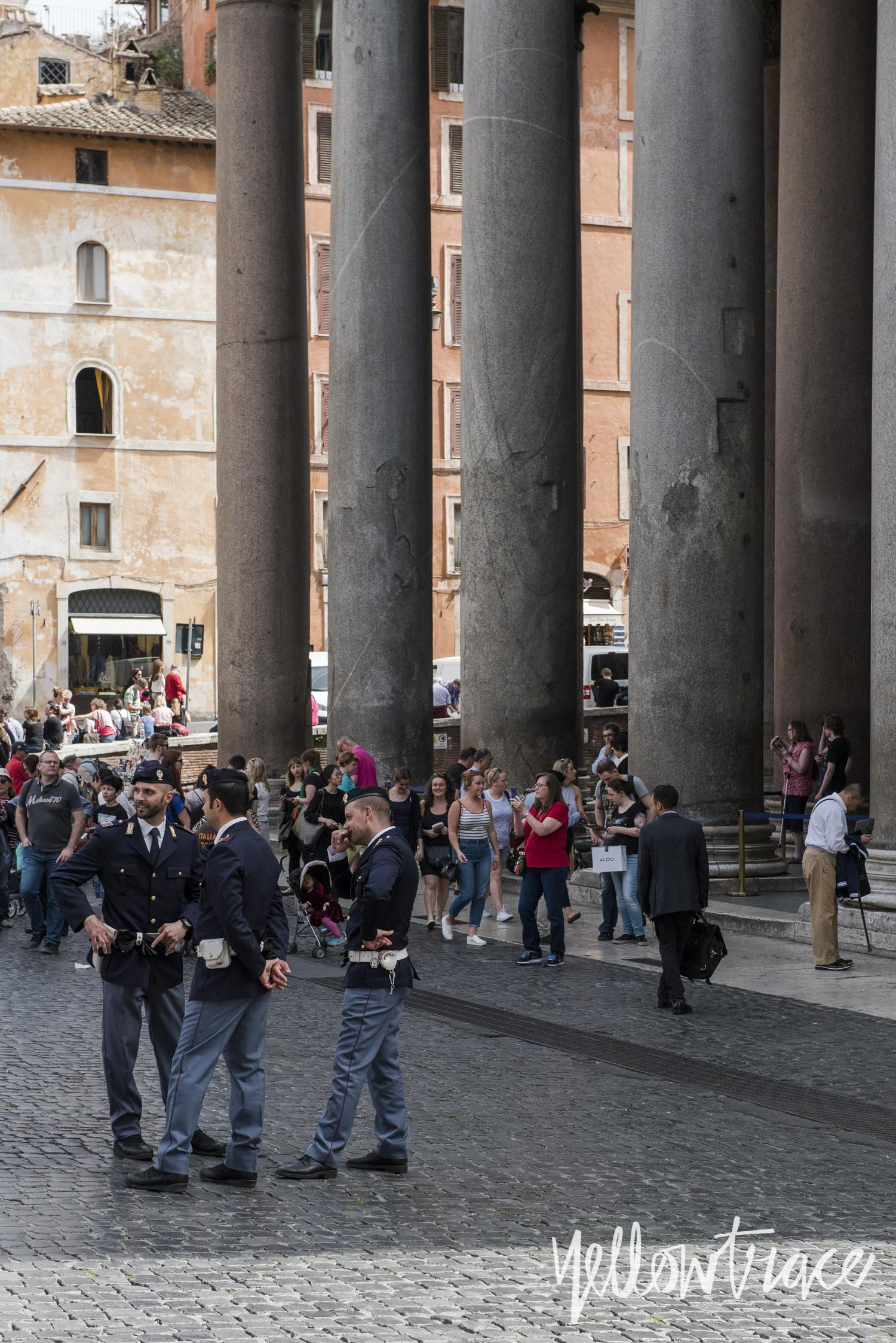 Piazza della Rotonda Rome, Photo © Nick Hughes | Yellowtrace