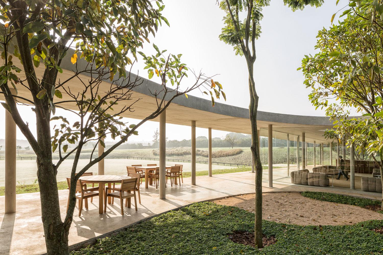 Fazenda Boa Vista: Equestrian Centre Clubhouse by Isay Weinfeld | Yellowtrace