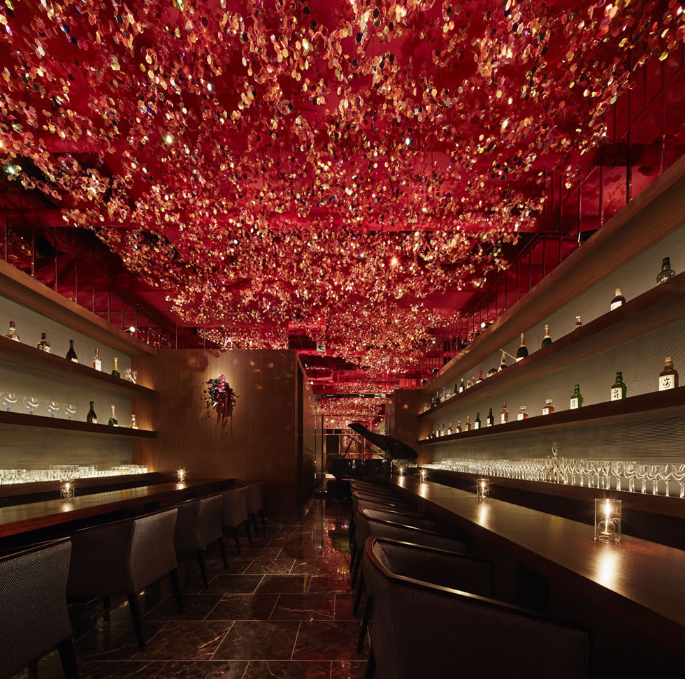 Suspended Canopy of Cherry Blossoms inside RICCA bar in Tokyo by Roito | Yellowtrace