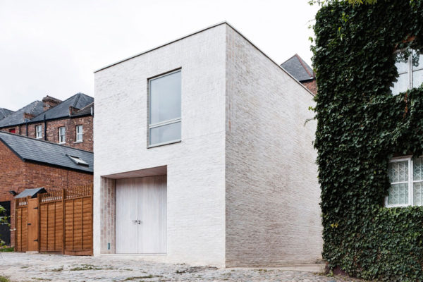 Mews House in Highgate, London by Russell Jones | Yellowtrace