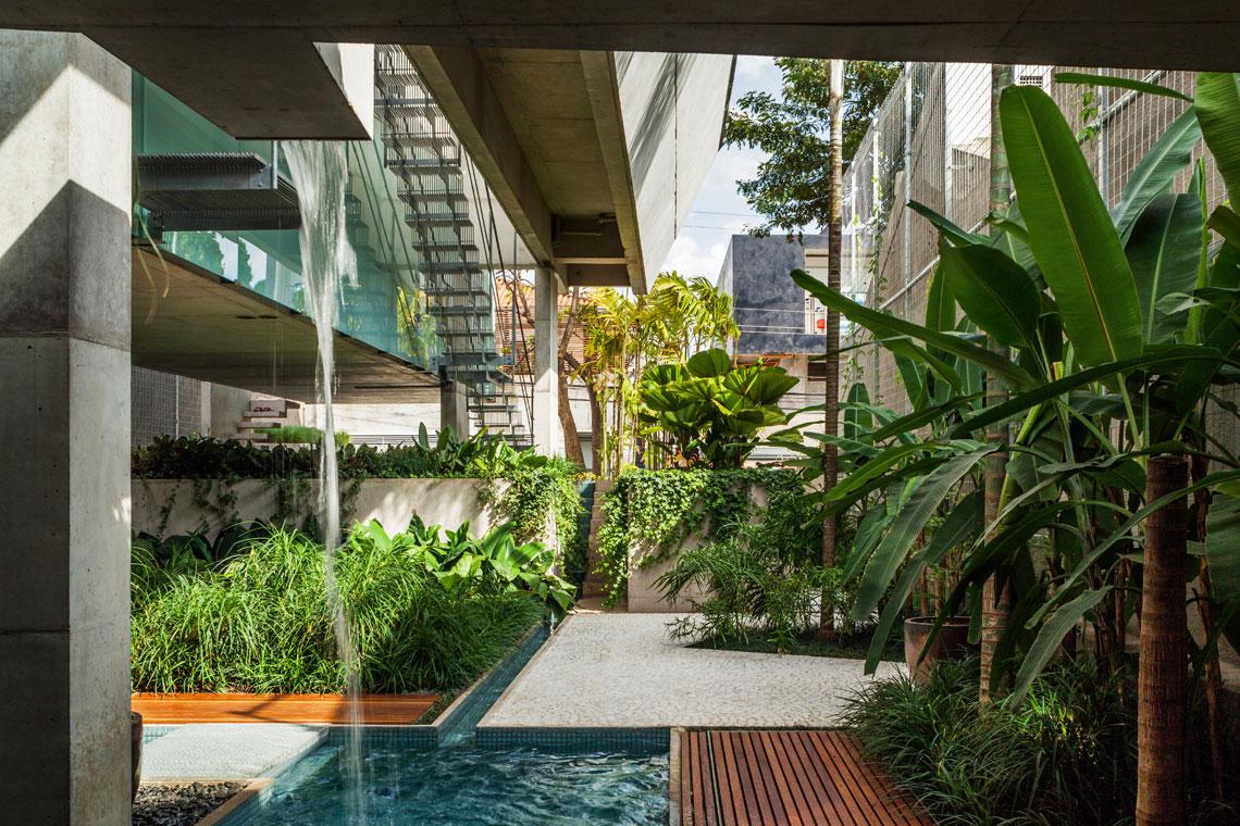 Casa de fim de semana em Sao Paulo by SPBR Arquitetos | Yellowtrace