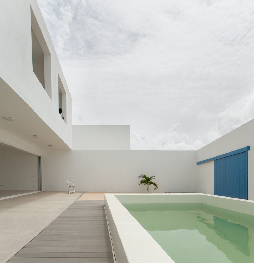House in Estoril Beach by Jose Adriao Arquitectos | Yellowtrace