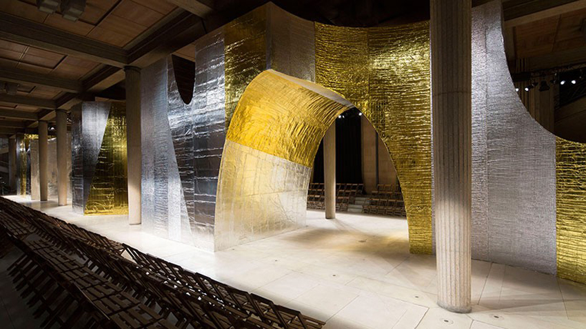 AMO Forms Metallic Arches over Miu Miu's Spring Summer 2016 Catwalk | Yellowtrace