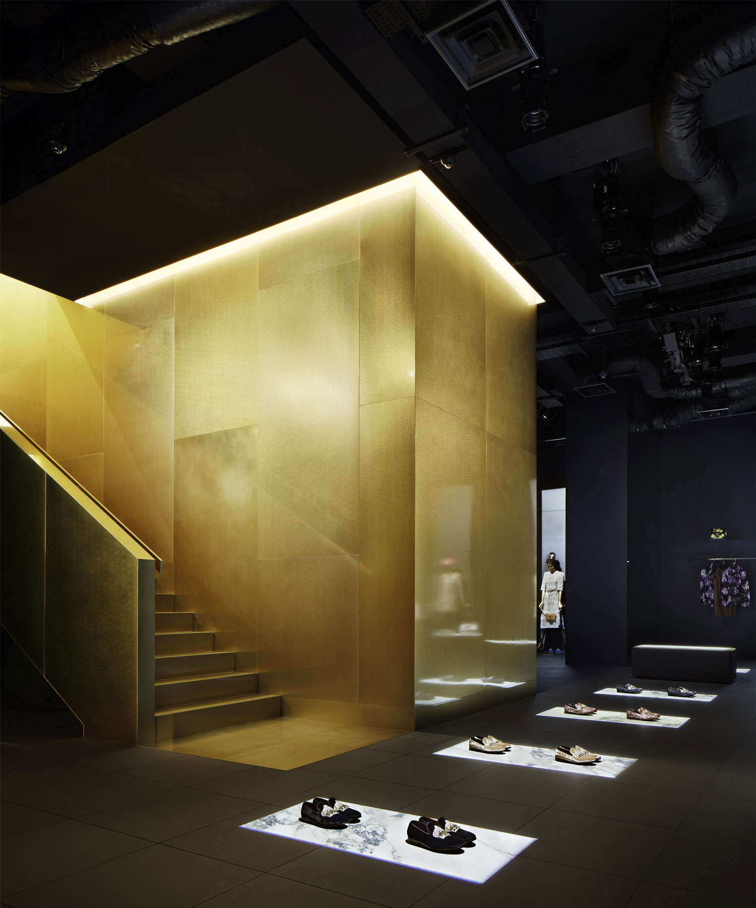 Dolce and Gabbana Tokyo, Aoyama Boutique by Gwenael Nicolas | Yellowtrace